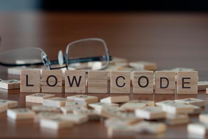 Vangtagens e desvantagens do low-code